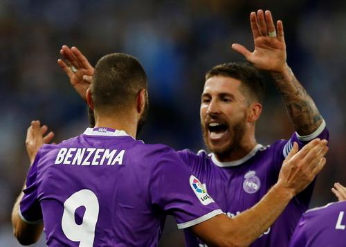 Sergio Ramos chia vui cùng đồng đội Benzema