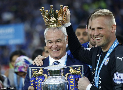 HLV Claudio Ranieri vừa nhận thêm giải thưởng Enzo Bearzot tại quê nhà Ý