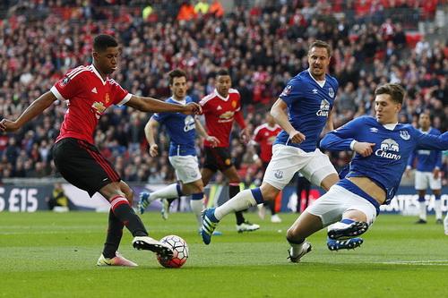 Trận bán kết FA Cup diễn ra hết sức gay cấn và hấp dẫn