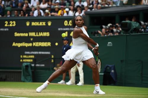 Serena mạnh mẽ trở lại sau khoảng thời gian sa sút
