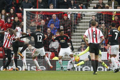 M.U thua muối mặt trước đối thủ chiếu dưới Sunderland