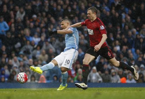 Aguero ghi bàn gỡ hòa cho Man City