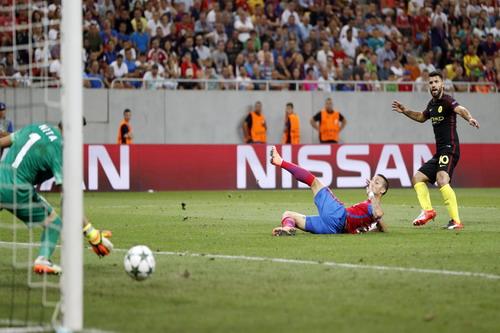 Sergio Aguero hoàn tất cú hat-trick