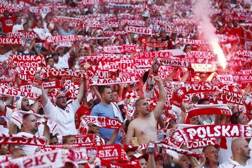 Niềm vui ngất trời của các CĐV Ba Lan tại Marseille