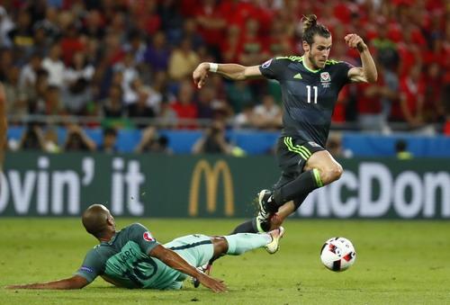 Gareth Bale bị các cầu thủ Bồ Đào Nha đeo bám sát sao