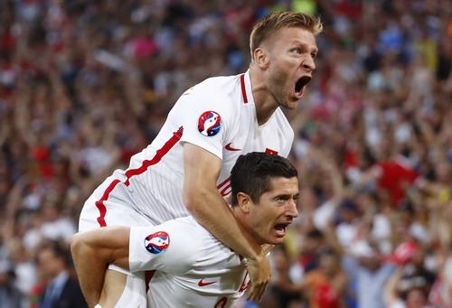 Niềm vui của Ba Lan sau bàn mở tỉ số