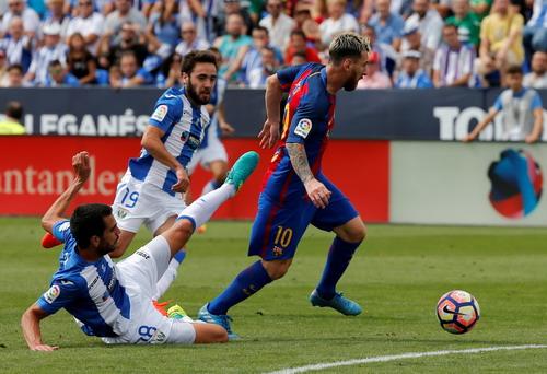 Không hậu vệ Leganes nào ngăn nổi Messi mở tỉ số