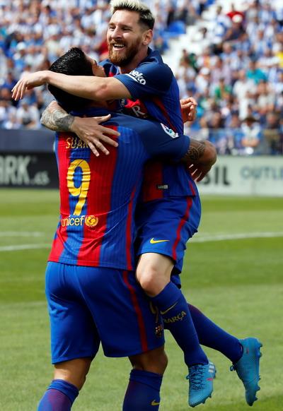 Niềm vui sau khi hoàn tất cú đúp của Messi