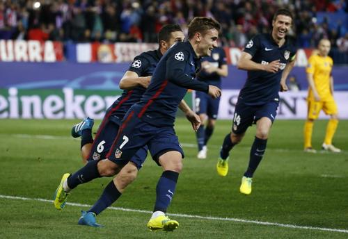 Griezmann và đồng đội vui mừng sau bàn mở tỉ số trận đấu