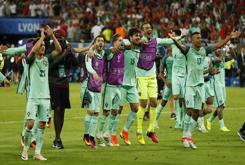 Bồ Đào Nha lại vào chung kết Euro sau 12 năm