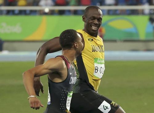 Usain Bolt và De Grasse so kè trên đường chạy....