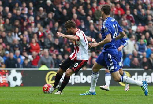 Terry để bóng từ Borini đập trúng chân, bay thẳng vào lưới nhà phút 67