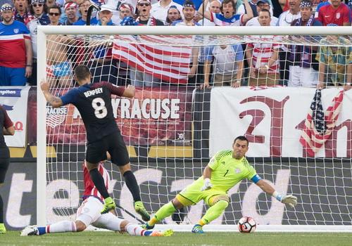 Clint Dempsey ghi bàn, tuyển Mỹ lên ngôi đầu bảng A