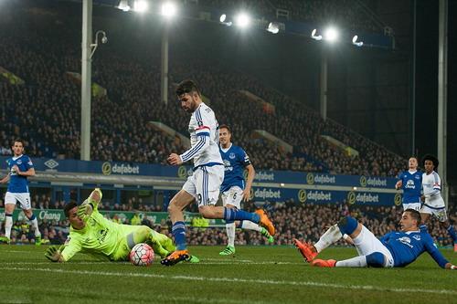 Diego Costa gây sóng gió trước cầu môn Everton
