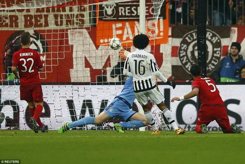 Juan Cuadrado nhân đôi cách biệt bằng pha ghi bàn tuyệt đẹp