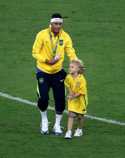 Neymar và con trai David Lucca