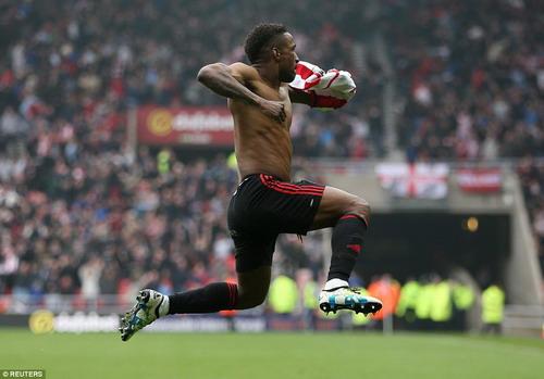 Jermain Defoe vui mừng sau bàn thắng ấn định tỉ số phút 70