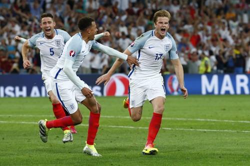 Eric Dier thực hiện siêu phẩm sút phạt, mở tỉ số cho tuyển Anh