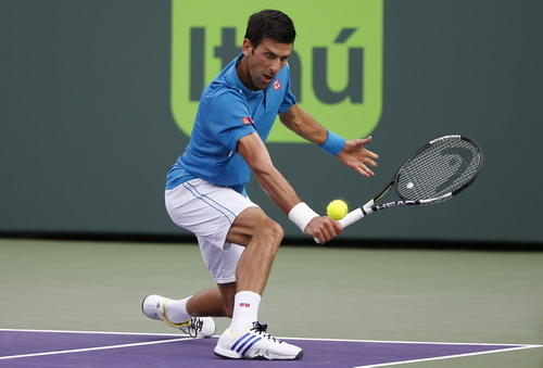 Djokovic sải bước vào tứ kết