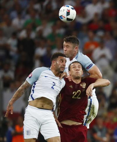 Artem Dzyuba có pha tấn công hiếm hoi trước khung thành tuyển Anh