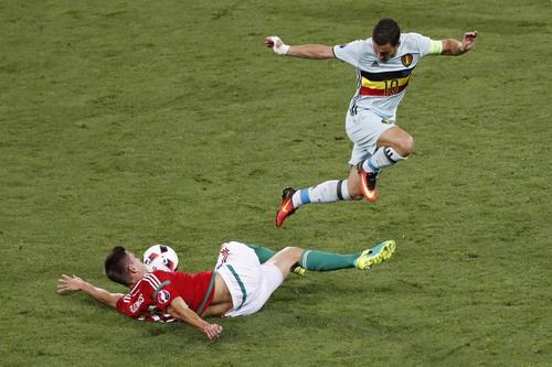 Eden Hazard tỏa sáng, góp dấu giày vào hai bàn thắng quan trọng