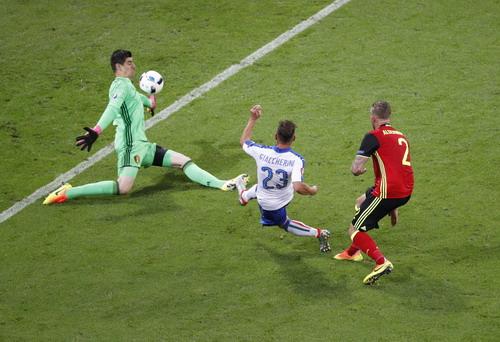Giaccherini phá bẫy việt vị, ghi bàn thắng đẹp mắt mở tỉ số