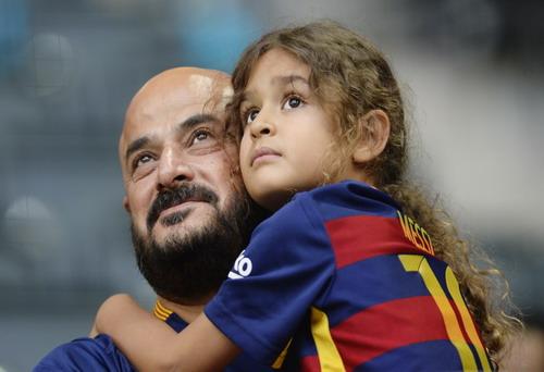 Cổ động viên luôn sát cánh cùng Barcelona