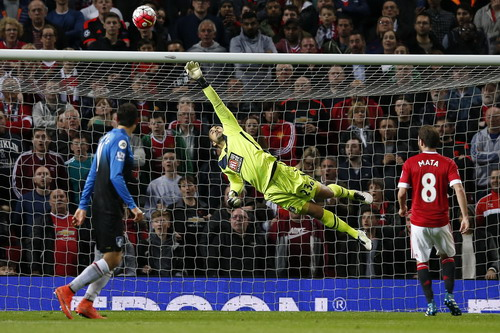 Thủ môn Federici làm việc khá vất vả trước các chân sút Man United