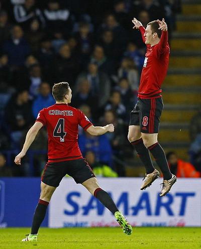 Gardner (phải) vui mừng với bàn gỡ hòa cho West Brom