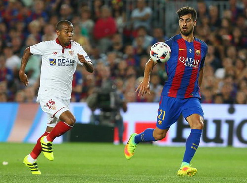 Tân binh Andre Gomes (phải) tỏa sáng ở Siêu cúp Tây Ban Nha