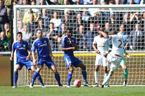 Gilfy Sigurdsson ghi bàn duy nhất của trận đấu