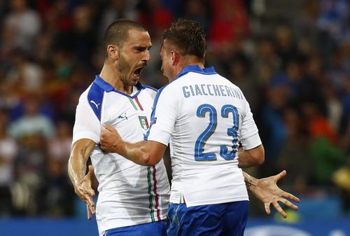 Giaccherini chia vui với Bonucci, tác giả đường chuyền dài nửa sân