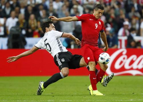 Mats Hummels vô hiệu hóa mũi nhọn Lewandowski của Ba Lan