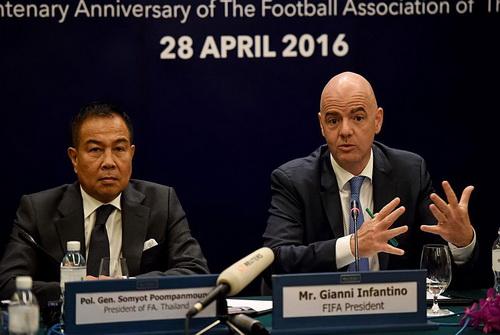 Chủ tịch FIFA Infantino liên tiếp đối mặt với rắc rối ngay năm đầu cầm quyền