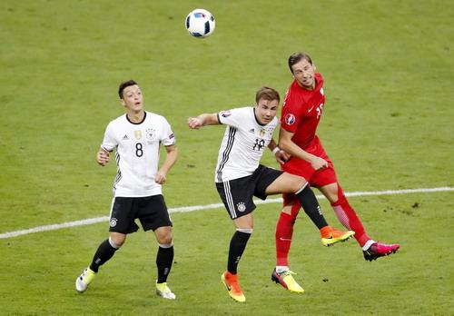 Mario Gotze thi đấu mờ nhạt trước Ba Lan