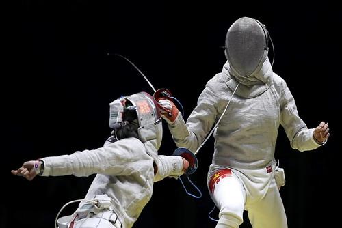 Lệ Dung (phải) gặp đối thủ quả mạnh ở lần đầu dự Olympic