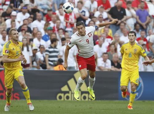 Lewandowski chưa lấy lại phong độ sau một mùa giải chinh chiến ở Bayern