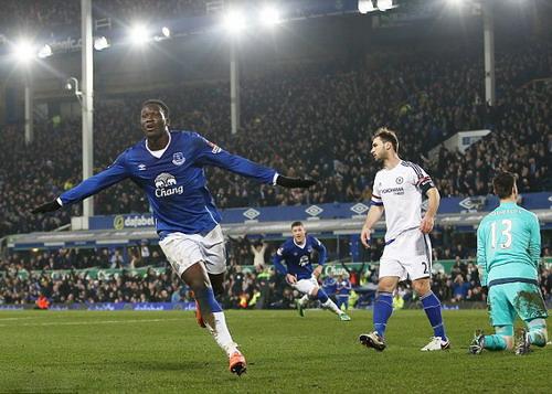 Lukaku đi qua 4 hậu vệ, ghi bàn mở tỉ số cho Everton