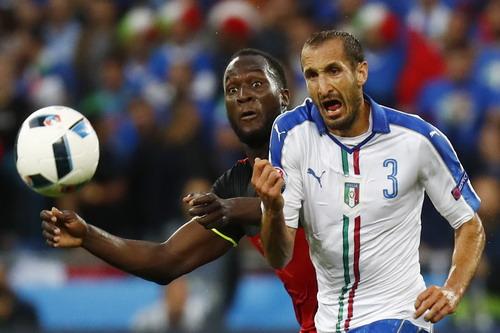 Lukaku bất lực trước hàng thủ Ý, bị thay ra ở phút 72