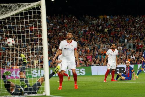 Messi ấn định chiến thắng 5-0 sau hai lượt đấu