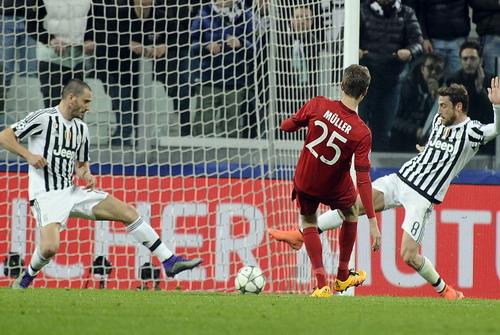 Thomas Mueller ghi bàn mở tỉ số