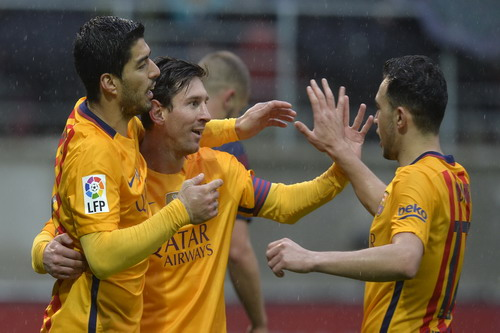 Munir (phải) có bàn thắng thứ 7 mùa này cho Barcelona