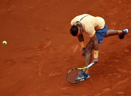 Nadal không phô diễn được bước chạy thần tốc trên mặt sân quen thuộc