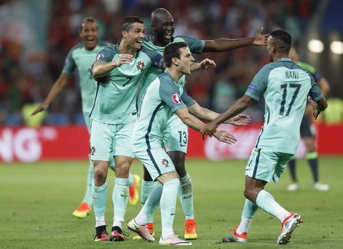 Bồ Đào Nha vui mừng sau bàn thắng thứ nhì