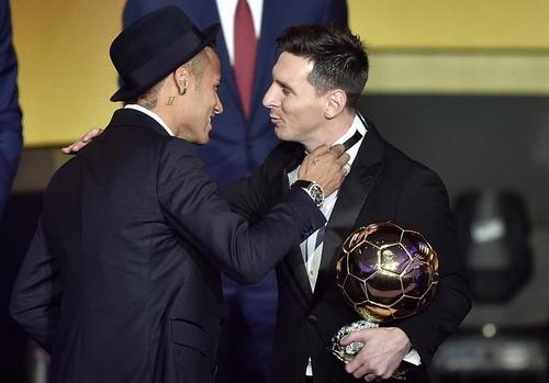 Neymar tiến sát danh hiệu Quả bóng vàng