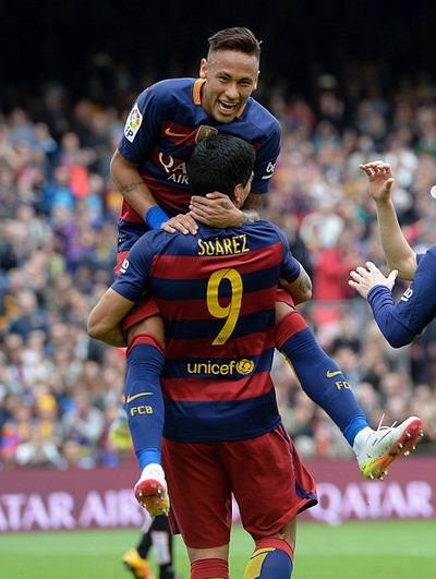 Niềm vui của Neymar với bàn ấn định chiến thắng 5-0 cho Barca
