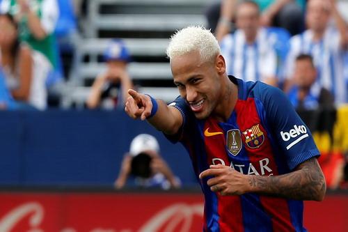 Neymar cũng điền tên lên bảng tỉ số