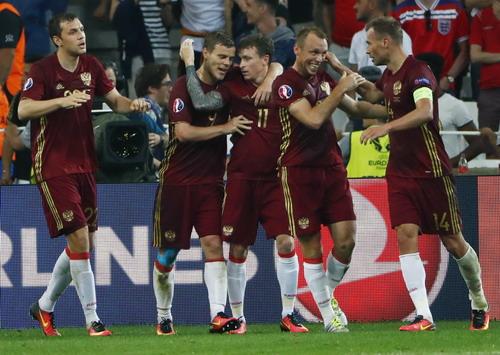 Niềm vui của tuyển Nga khi cầm hòa tuyển Anh