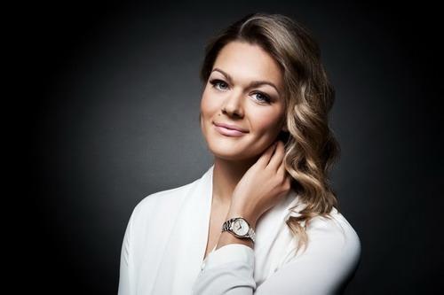 Làm người mẫu quảng cáo cho hãng đồng hồ TAG Heuer