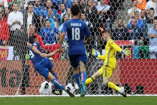 Graziano Pelle ghi bàn tiễn Tây Ban Nha về nước sớm